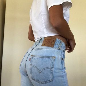 Vintage Levi's light wash jeans 501 high waisted